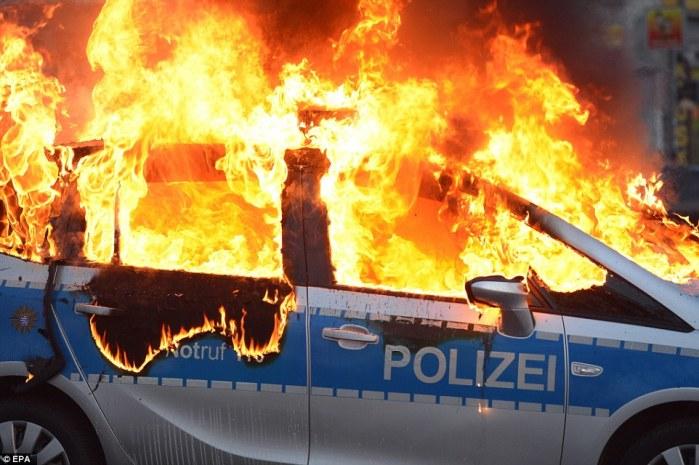 A burning police car in Frankfurt on #18M
