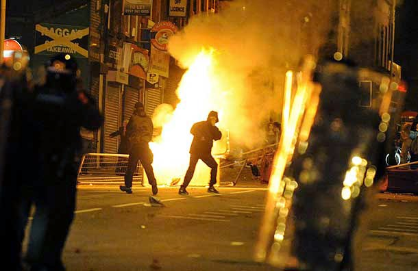 rioting-in-England