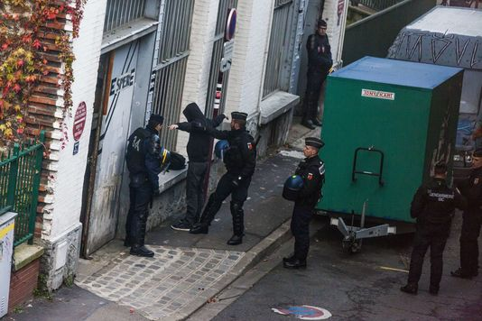 A squat is raided under the state of emergency