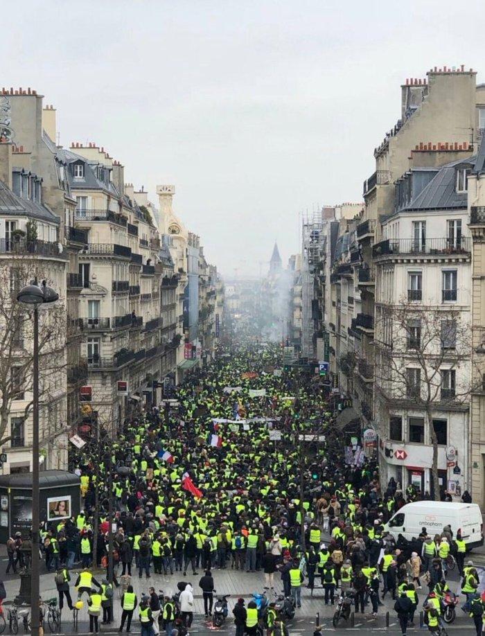 x-paris crowds