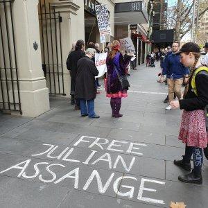 FreeAssangechalk