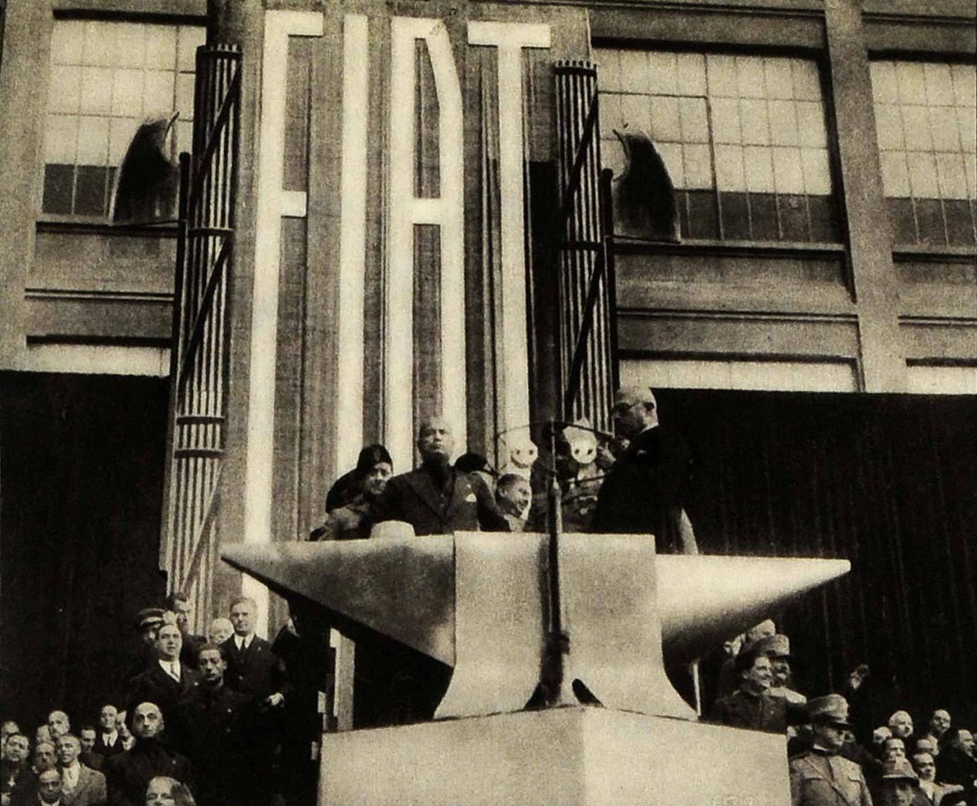 Mussolini_visiting_Fiat,_1932